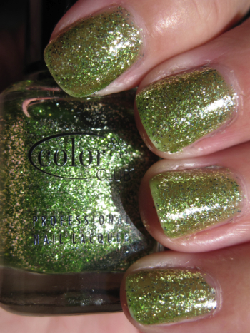 Color Club Under The Mistletoe