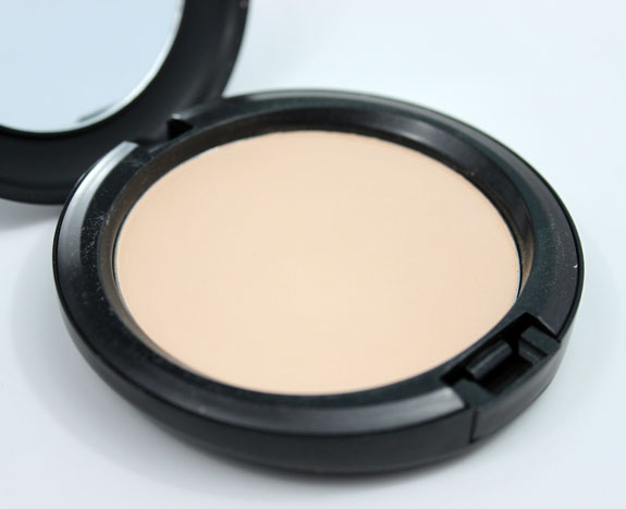 MAC Studio Careblend Powder Light