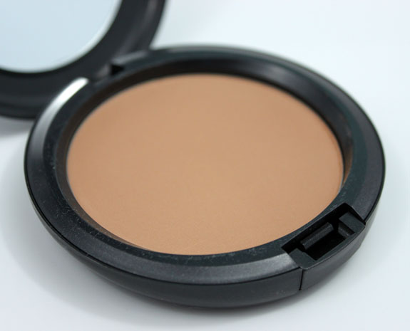 MAC Studio Careblend Powder Medium Dark