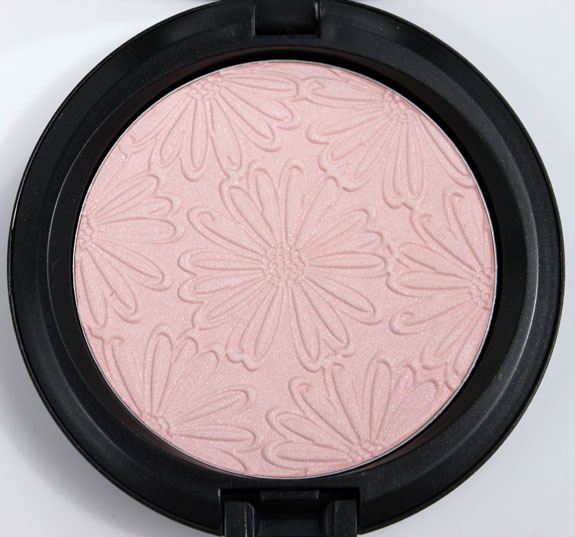 MAC Fashion Flower Light Sunshine 2 MAC Fashion Flower Collection for Summer 2011 Swatches, Photos & Review