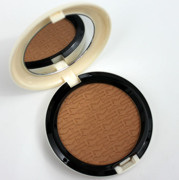 MAC Surf Baby Studio Careblend Pressed Powder Gold Go Lightly 2