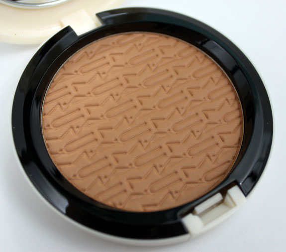 MAC Surf Baby Studio Careblend Pressed Powder Gold Go Lightly 3