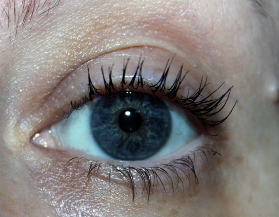 Benefit They re Real with Mascara