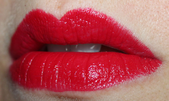 NYX Round Lipstick Chic Red