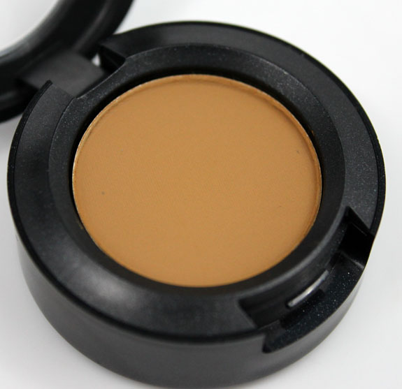 MAC Me Over MAC Basics Eye Shadow Outre