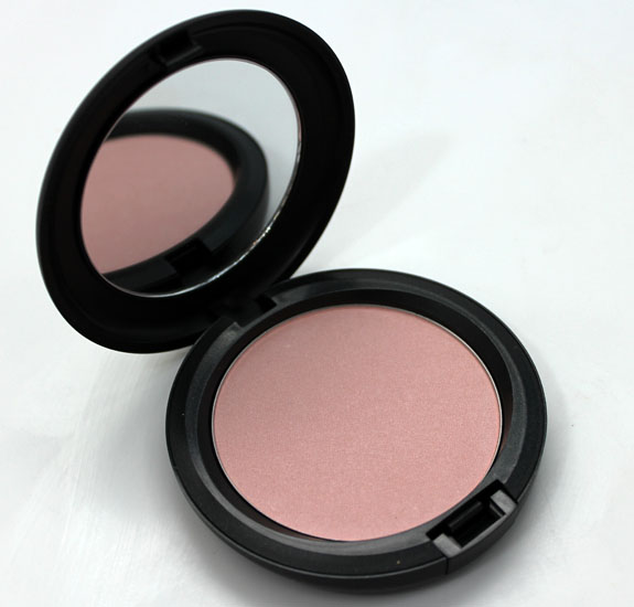 MAC Chenman Beauty Powder Play It Proper 2