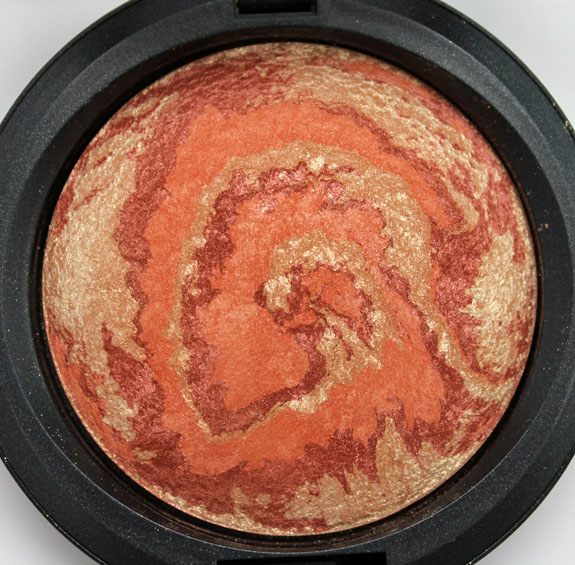 MAC Heavenly Creature Center Of The Universe Mineralize Skinfinish 2