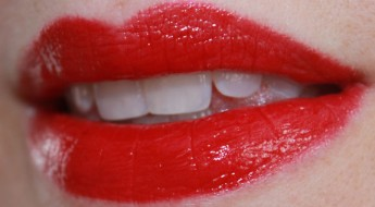 Hourglass-Icon-Lip-Swatch.jpg