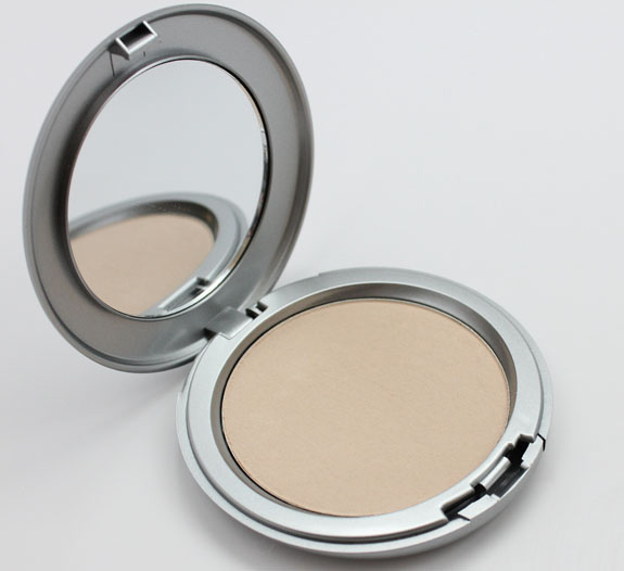 CoverFX Blotting Powder Light 2