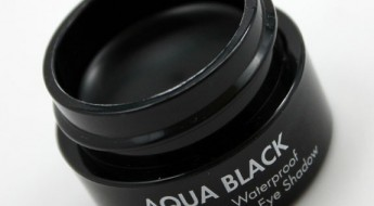 Make-Up-For-Ever-Aqua-Black-2.jpg