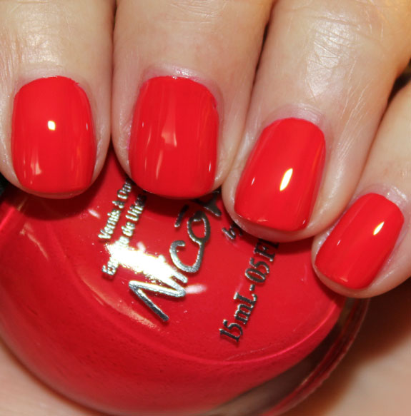Nicole by OPI Please Red cycle