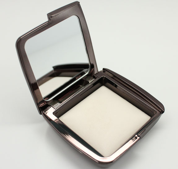Charming Hourglass Ambient Lighting Powder In Ethereal Light 2