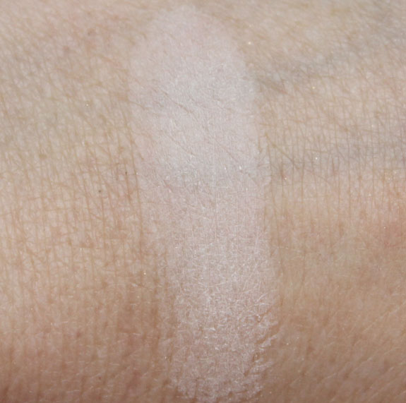 Hourglass Ambient Lighting Powder in Ethereal Light Swatch