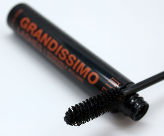 Milani Grandissimo Lashes 2 Milani Grandissimo Lashes Incredible Volume Mascara Review