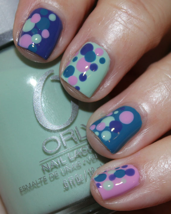 T-shirt inspired polka dot mani-4