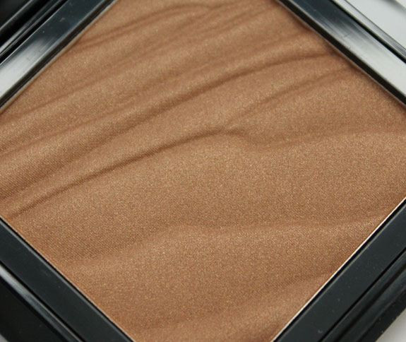 Buxom Hot Escapes Bronzer in Tahiti