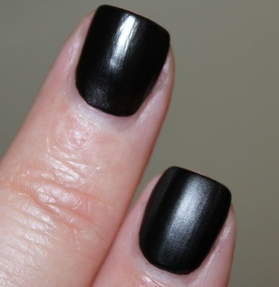 Illamasqua Scorn Middle, Cult Nails Fetish Pointer
