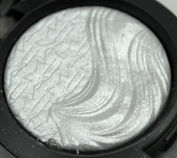 MAC Extra Dimension Eye Shadow in Extra Silver
