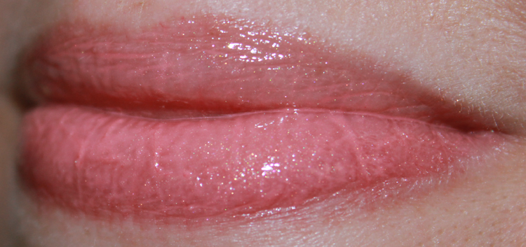 bareMinerals Marvelous Moxie Lipgloss Heartbreaker Swatch