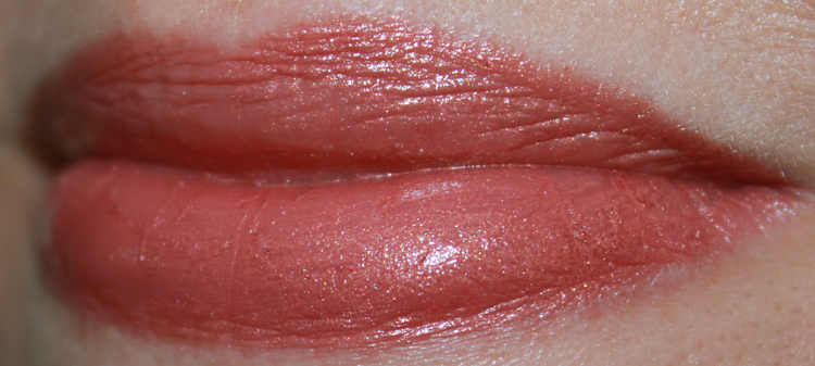 bareMinerals Marvelous Moxie Lipstick Feel the Love Swatch
