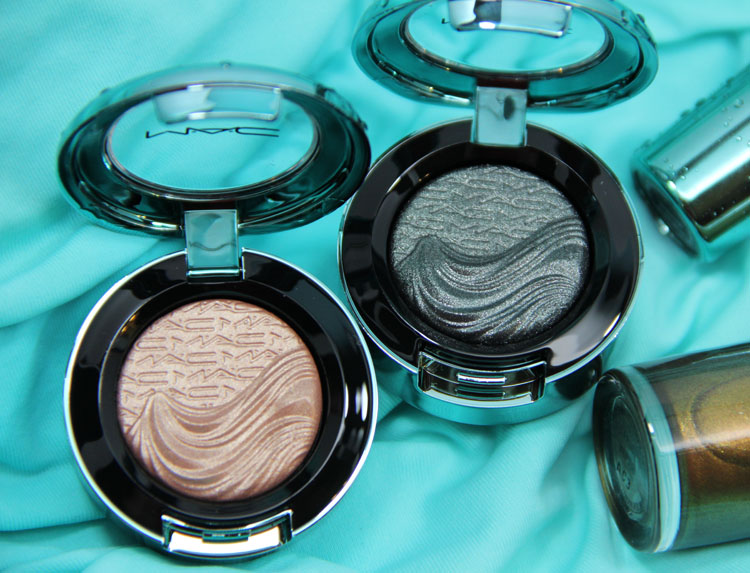 MAC Alluring Aquatic Extra Dimension Eye Shadow in Lorelei and Legendary Lure
