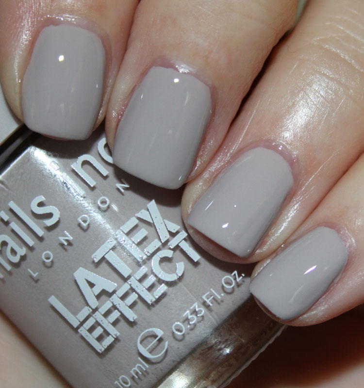 nails inc. Camden Passage with top coat