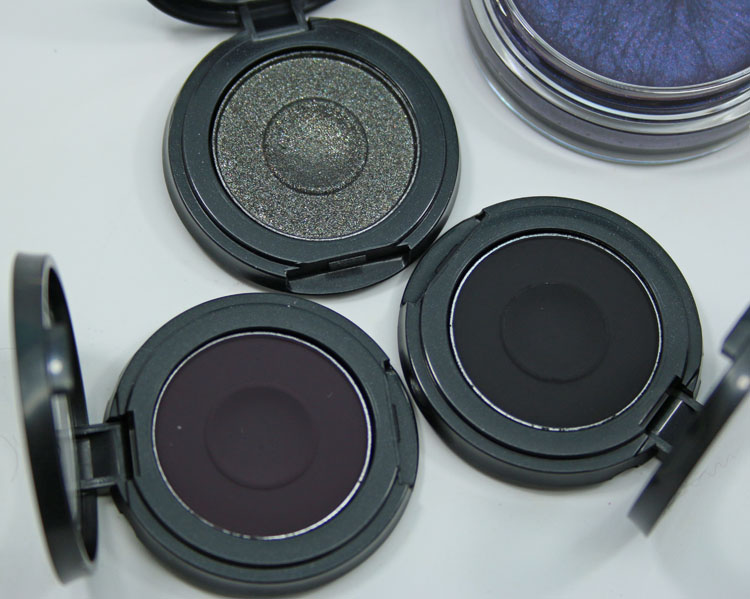 MAC Dark Desires Into The Well Eye Shadow