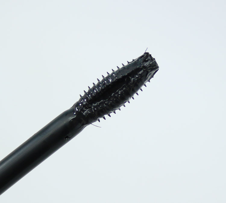 Revlon Ultimate All-In-One Mascara-3