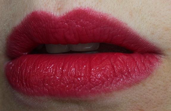 mac-stylishly-yours-cream-colour-base-movie-star-red-on-lips