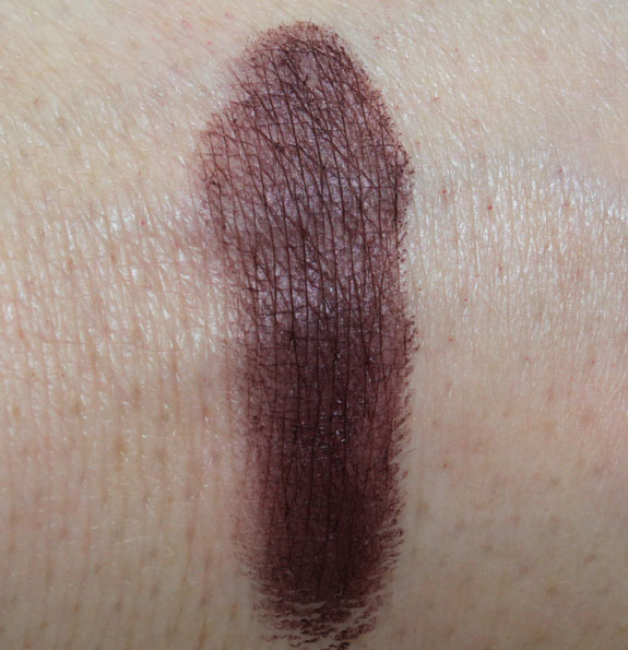 mac-stylishly-yours-dark-diversion-swatches