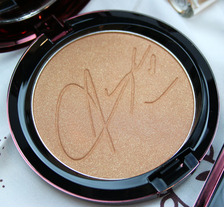 MAC Aaliyah Bronzing Powder Baby Girl